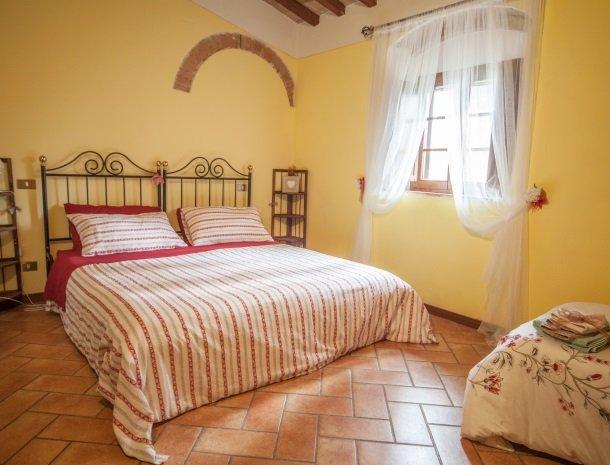 villa-otium-volterra-kamer-bed.jpg