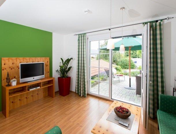 zirbenland-steiermark-appartementen-zithoek-terras.jpg