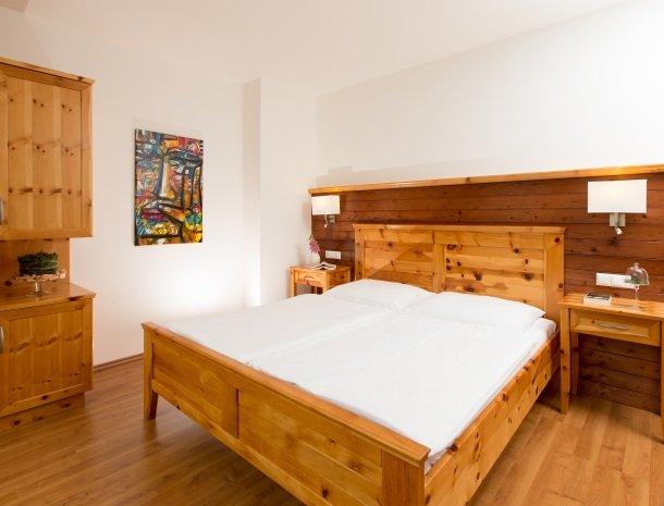 zirbenland-steiermark-appartemente-slaapkamer.jpg