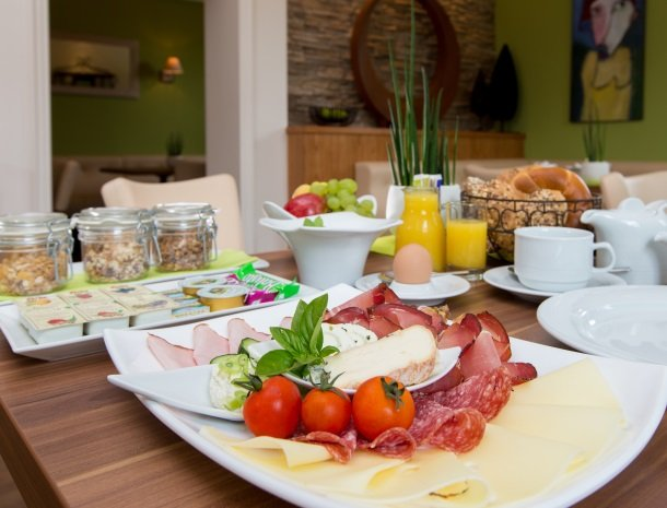 zirbenland-steiermark-ontbijt.jpg