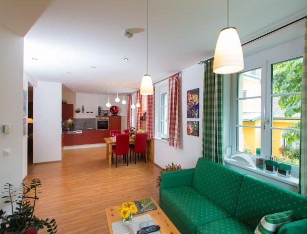 zirbenland-steiermark-appartementen-zithoek-keuken.jpg
