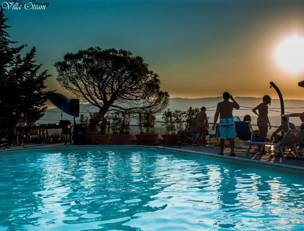 villa-otium-zwembad-avond.jpg