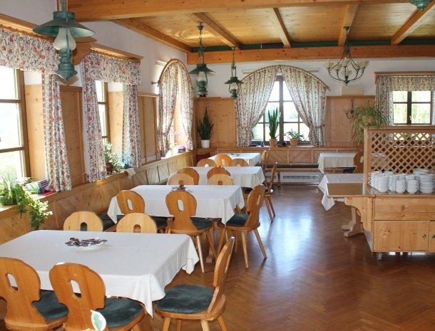 ponyhof-ratten-restaurant.jpg