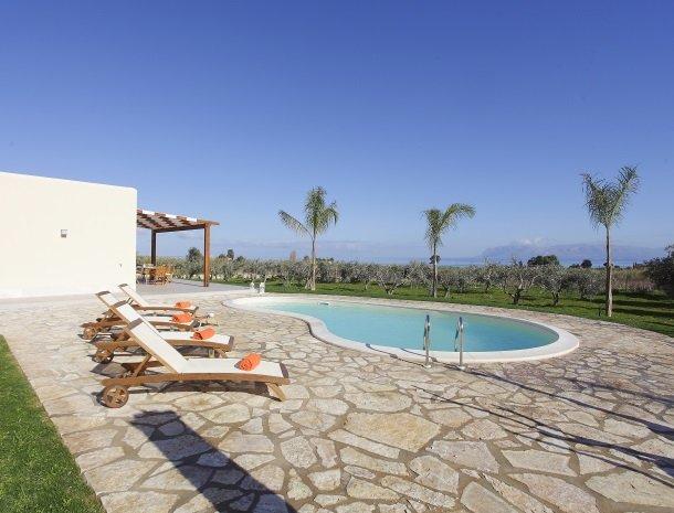 villadellestelle-scopello-zwembad-uitzicht.jpg