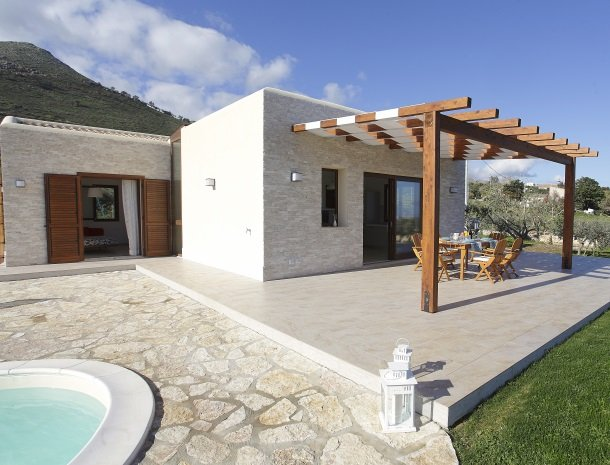 villadellestelle-scopello-veranda.jpg