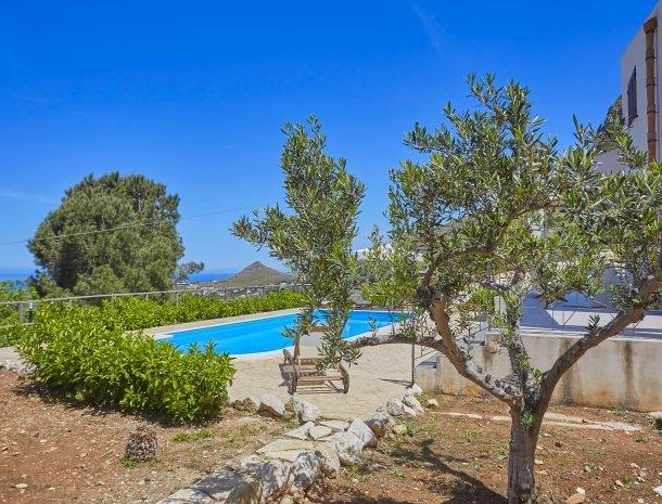 villa-daniela-sicilie-uitzicht-vanuit-tuin.jpg