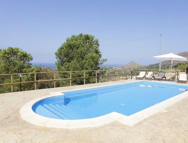 villa-daniela-sicilie-overzicht-zwembad.jpg