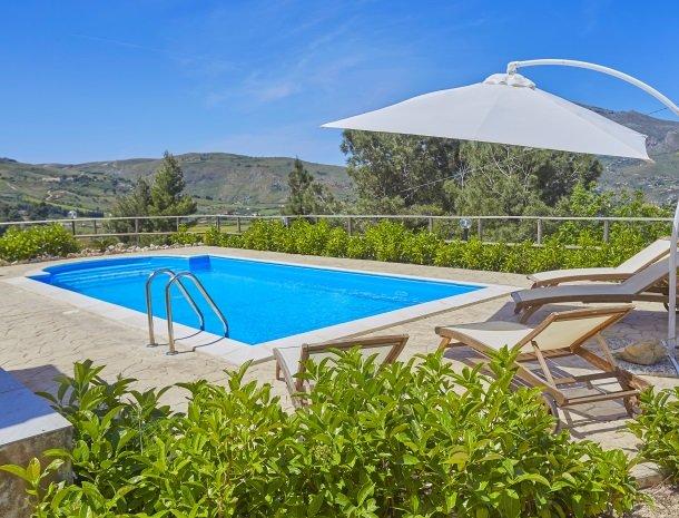 villa-daniela-sicilie-villa-het-zwembad.jpg