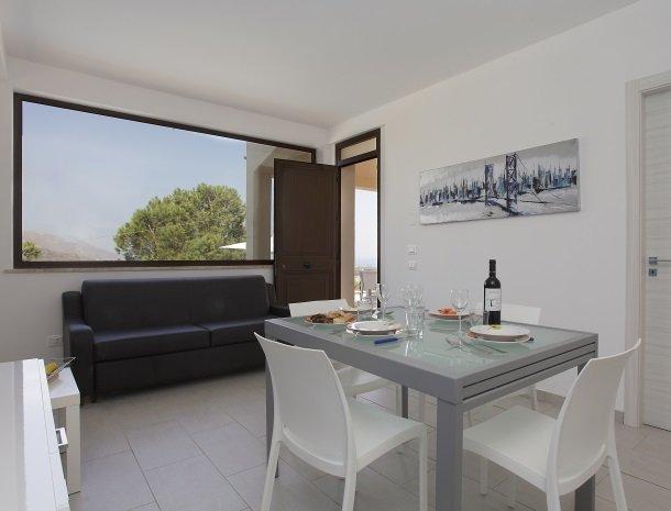 villa-daniela-sicilie-eethoek.jpg
