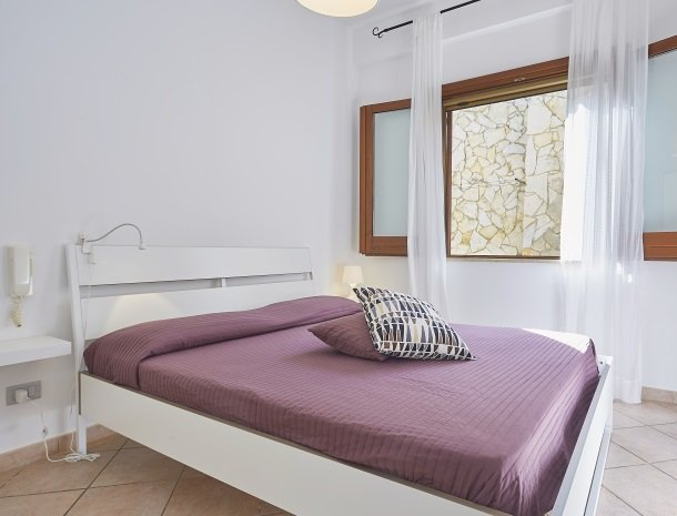 casedicalamazzo-scopello-appartementen-slaapkamer-bed.jpg