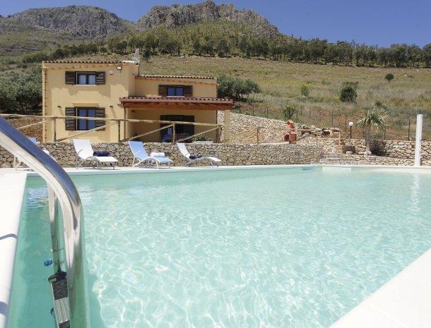 villadellamerla-sicilie-zwembad.jpg