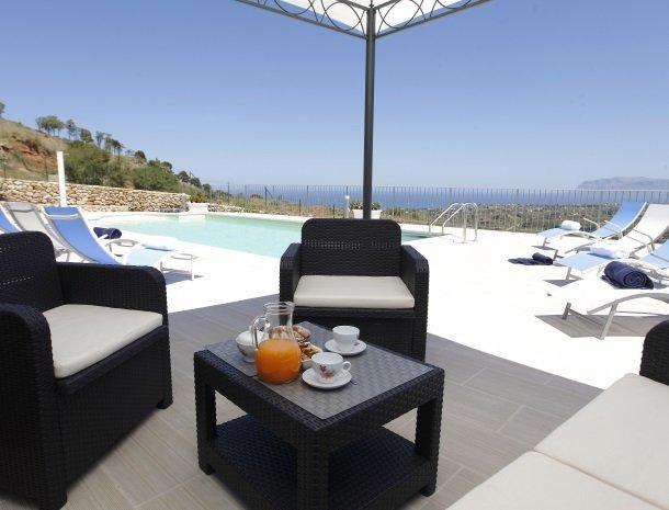 villadellamerla-sicilie-loungeset.jpg