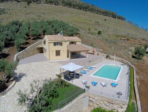 villadellamerla-sicilie-overzicht.jpg