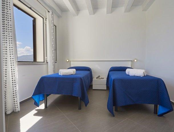 villa-poiana-castellammare-slaapkamer-2-bedden.jpg