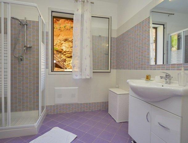 villa-poiana-castellammare-badkamer.jpg