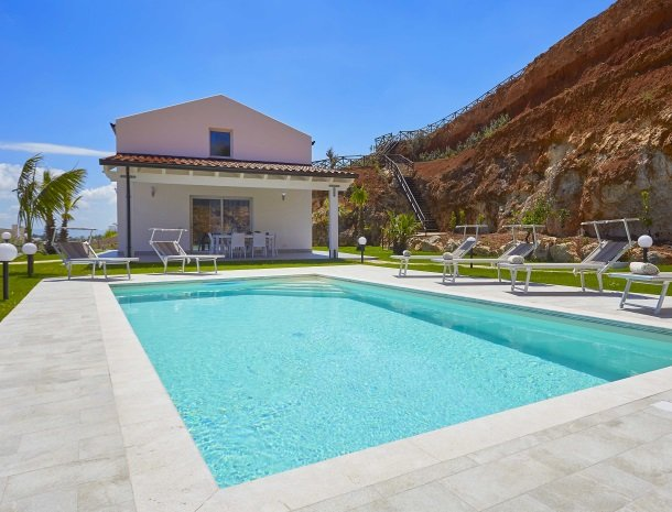 villa-poiana-castellammare-villa-met-zwembad.jpg