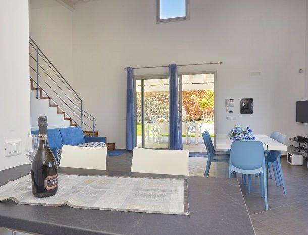 villa-poiana-castellammare-overzicht-woonkamer.jpg