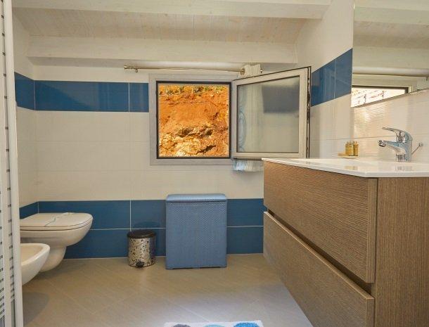 villa-poiana-castellammare-badkamer-wastafel.jpg
