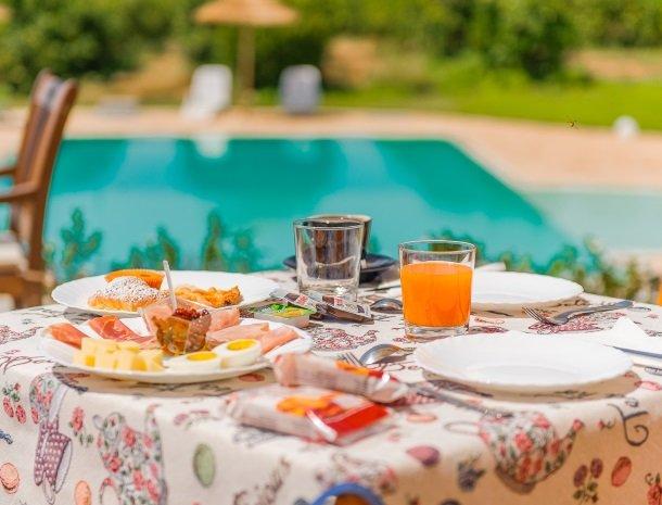 agriturismo-cavagrande-avola-ontbijt.jpg