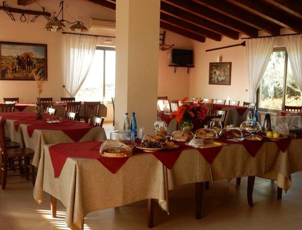 agriturismo-baglio-san-nicola-ontbijtbuffet.jpg