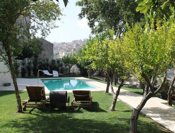 giardino-sul-duomo-ragusa-tuin-zwembad.jpg