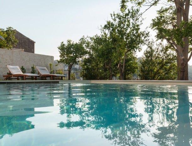 giardino-sul-duomo-ragusa-zwembad-ligstoelen.jpg