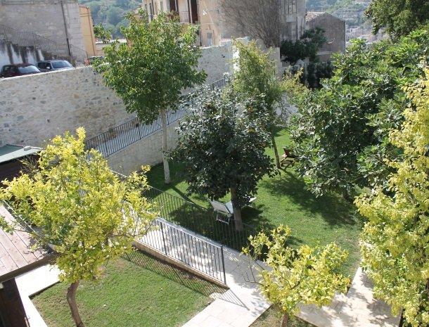 giardino-sul-duomo-ragusa-tuin-overzicht.jpg