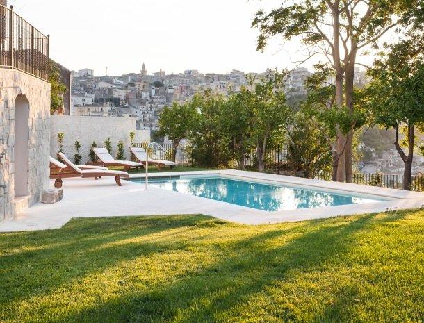 giardino-sul-duomo-ragusa-zwembad-uitzicht-stad.jpg