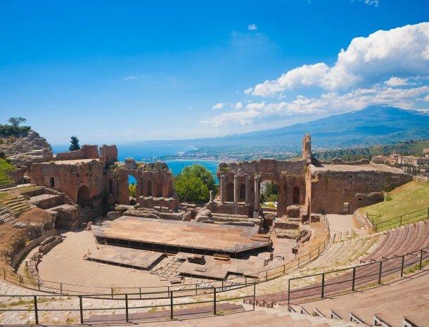 taormina grieks theater sicilie.jpg