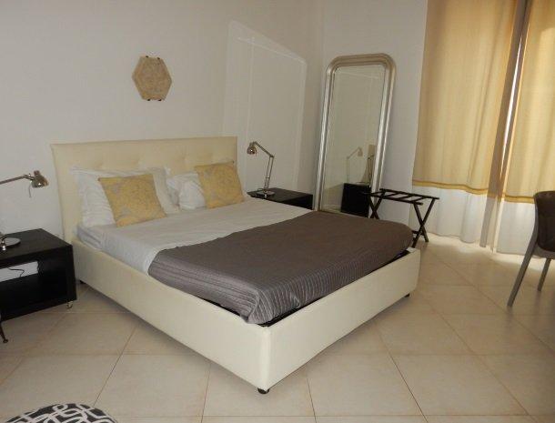 b&b i santi coronati siracusa een slaapkamer.jpg
