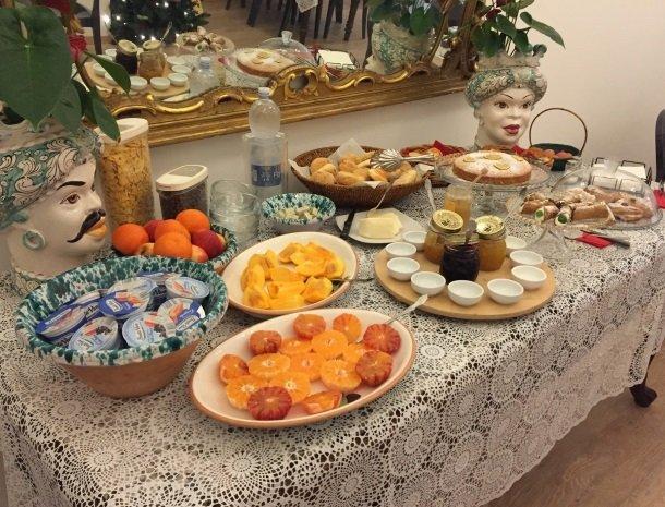 b&b i santi coronati siracusa ontbijtbuffet.jpg