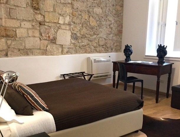 b&b i santi coronati siracusa slaapkamer sfeervol.jpg