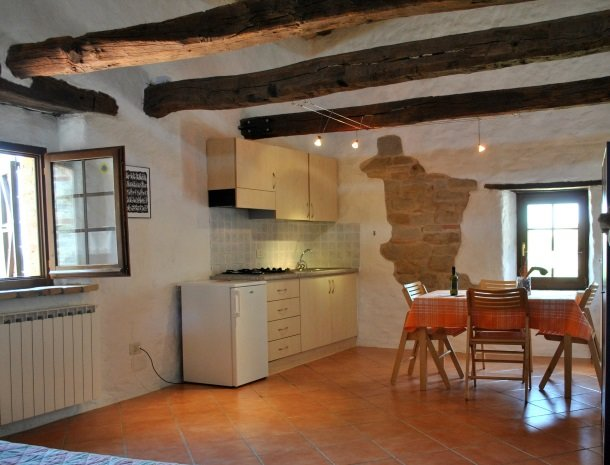 agriturismo alla vecchia quercia-pergola-appartement-keuken.jpg