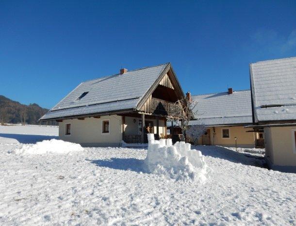 stodertraum grobming huis in sneeuw.jpg