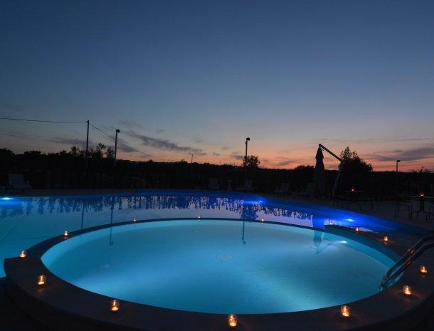 agriturismo le zagare di vendicari zwembad avond.jpg