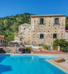 il borgo castiglione di sicilia.jpg