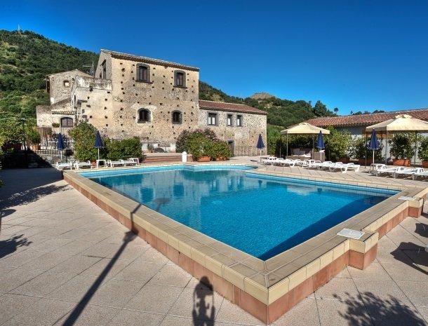il borgo castiglione di sicilia country resort.jpg