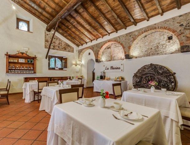 il borgo castiglione di sicilia restaurant sfeervol.jpg