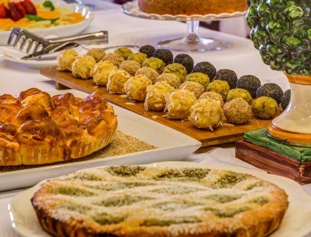 il borgo castiglione di sicilia buffet eten.jpg