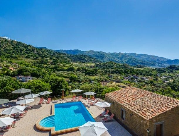 il borgo castiglione di sicilia overzicht.jpg