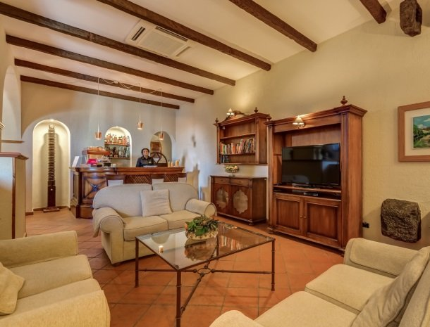 il borgo castiglione di sicilia lounge.jpg