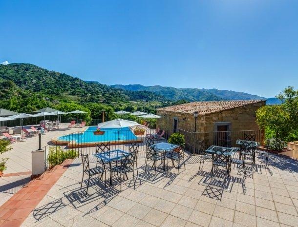 il borgo castiglione di sicilia terras uitzicht.jpg