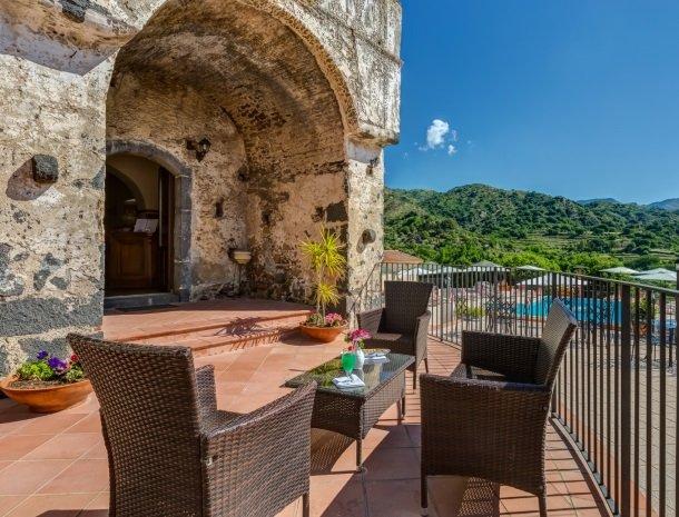 il borgo castiglione di sicilia loungezitje.jpg