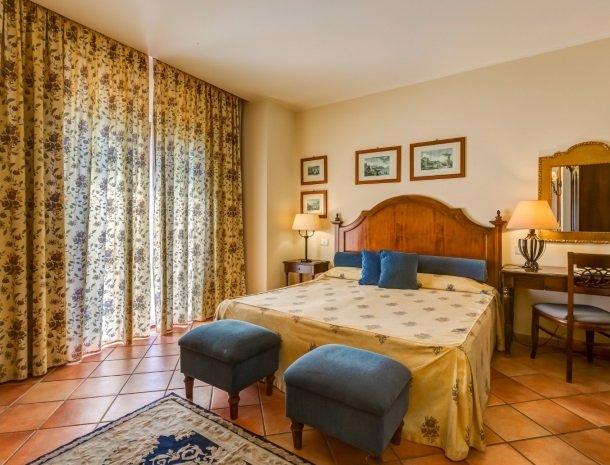 il borgo castiglione di sicilia slaapkamer.jpg