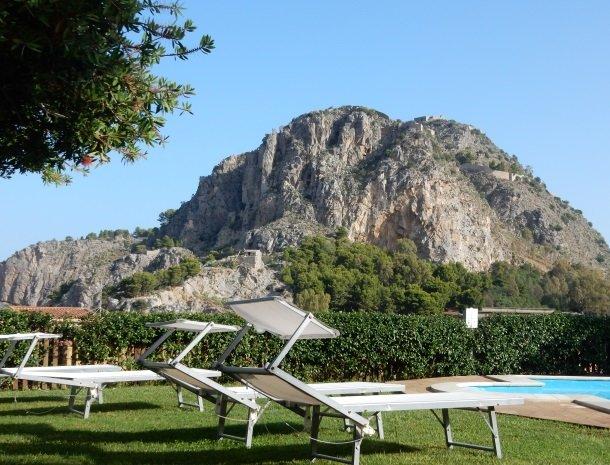 villa di giorgi cefalu zwembad la rocca.jpg