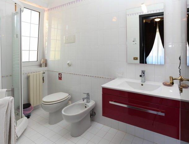 villa di giorgi cefalu badkamer.jpg