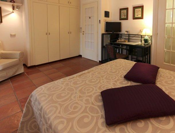 villa di giorgi cefalu slaapkamer lipari.jpg