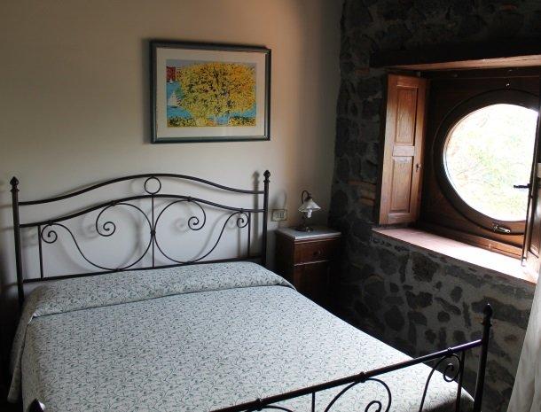 le cisterne-adrano-etna-slaapkamer.jpg