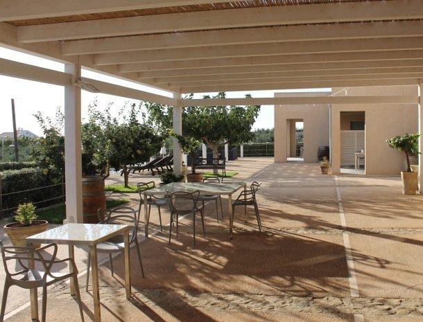 relais-casina-miregia-menfi-terras-bij-restaurant.jpg