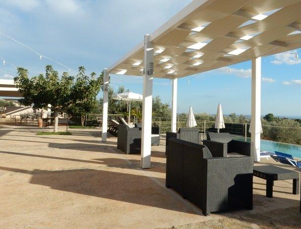 relais-casina-miregia-menfi-terras-zwembad.jpg